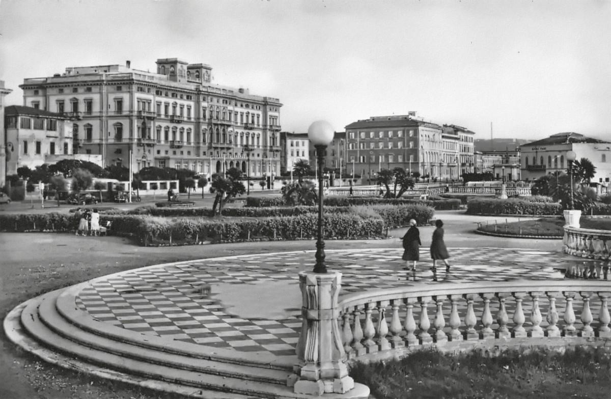 Terrazza P. Mascagni e Albergo Palazzo
